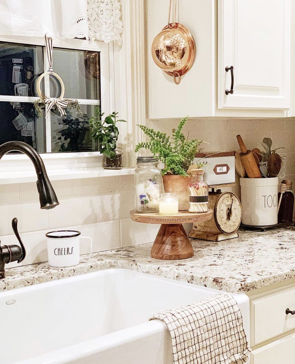 Amazing Organized Farmhouse Kitchen Decor Ideas 44